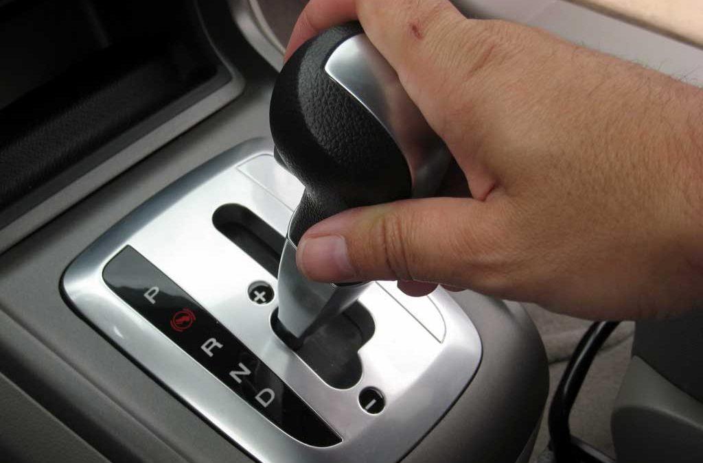 Parkir paralel bagi pemilik mobil matic kadang menjadi dilema tersendiri, ini tips nya